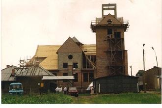 Unikalne zdjęcie : Kościół św. Trójcy w Bycinie w trakcie budowy.